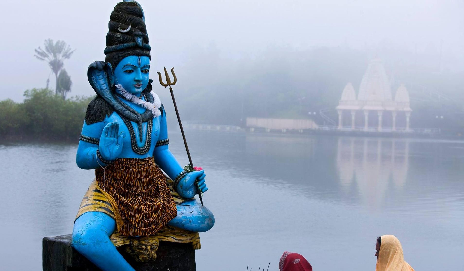 Hindu temples - Grand Bassin parallax