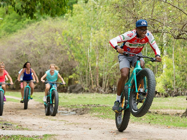 Family fat-bike excursion to spot wildlife in Wolmar Reserve