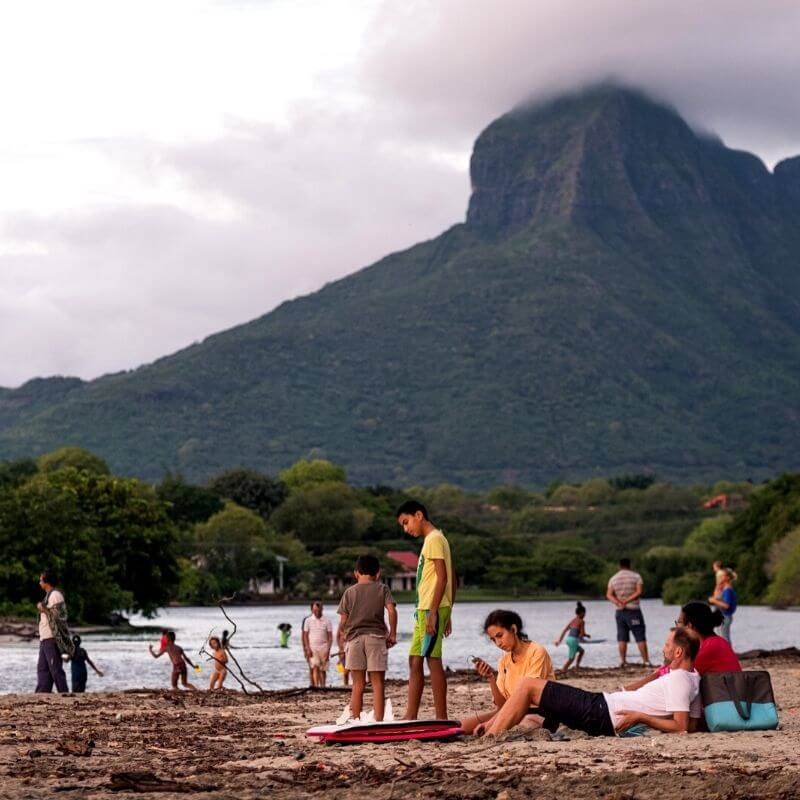 holidays_to_mauritius_people_on_the_beach